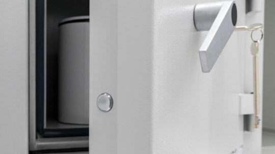 Преимущества использования сейфа дома и в фисе