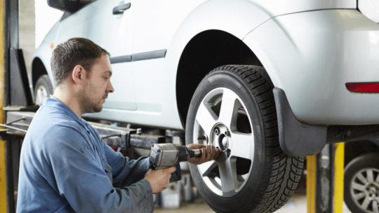Как выбрать хорошие шины для автомобиля и где их купить?